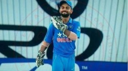 Virat Kohli Recalls Donning The Wicketkeeper S Gloves To Help Out Ms Dhoni
