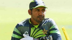 Shoaib Akhtar Unhappy After Seeing Sarfraz Ahmed Carrying Drinks And Shoes