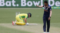 Aus Vs Ind Warner Left The Ground After Getting Injured Against India