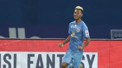 Bipin Singh Hat Trick Helps Mumbai City Fc Crush Odisha Fc Take Isl Shield Battle To Last Day