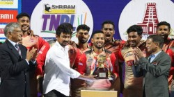 Chepauk Assembly Mla Udhayanidhi Stalin Hand Over Tnpl 2021 Trophy To Chepauk Super Gillies