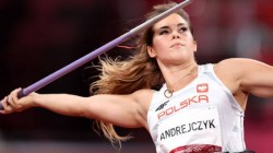Tokyo Olympics Medalist Maria Andrejczyk Auctions Her Silver Medal To Help Fund Baby S Surgery