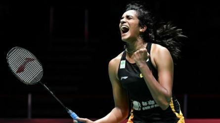 World Badminton 2019: தாயின் பிறந்த நாளில் தங்கம்..! சாதித்த பி.வி. சிந்து..! குவியும் வாழ்த்துகள்